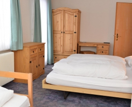 Doublebed with Singlebed